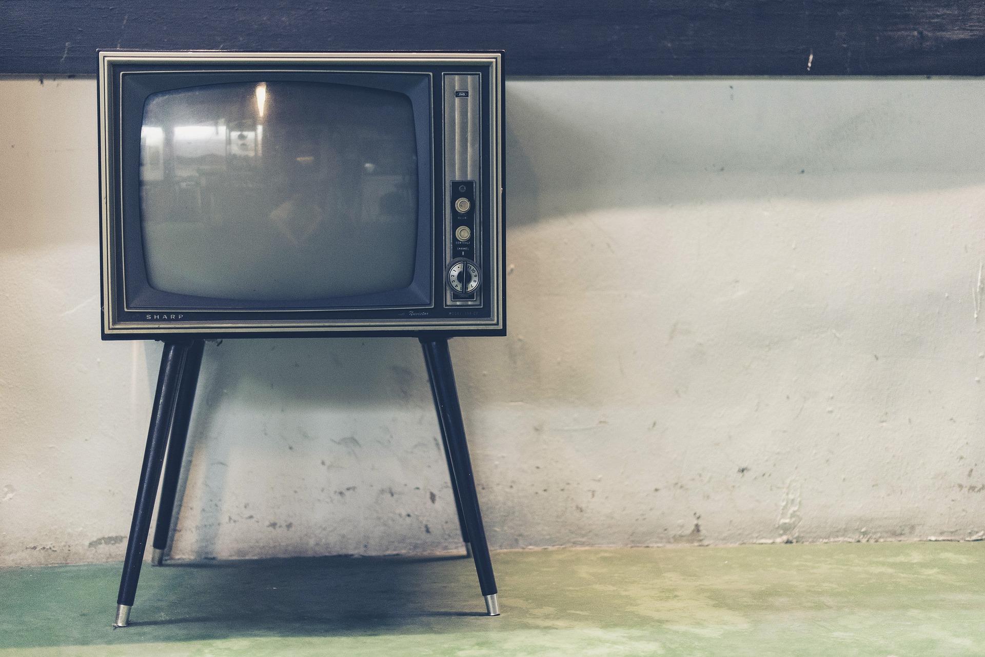 テレビがなくても生きていける時代なのに、家が大きくなると何で大きなテレビを購入するのだろう?