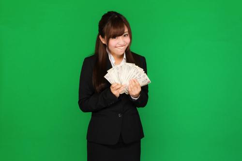 副業が当たり前の時代 2000万円貯蓄じゃなくてもお金が必要な日本