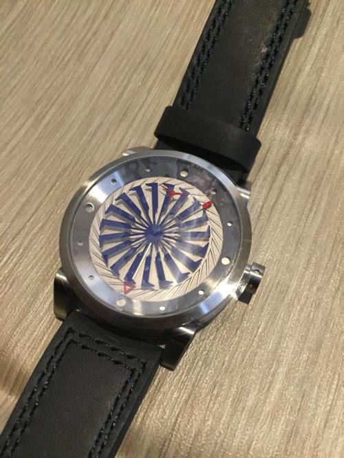 【高級感溢れる大人カッコイイ腕時計】秒針が気にならないタービン型秒針【ZINVO】をレビュー
