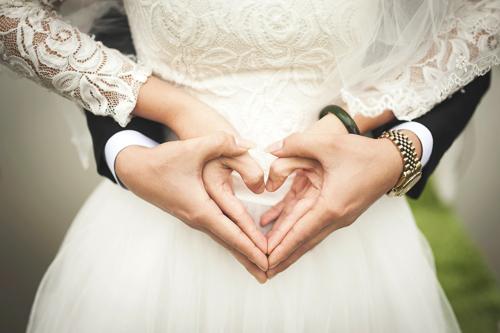生計が立てれなくても結婚する派?生計をある程度立てれてから結婚する派?