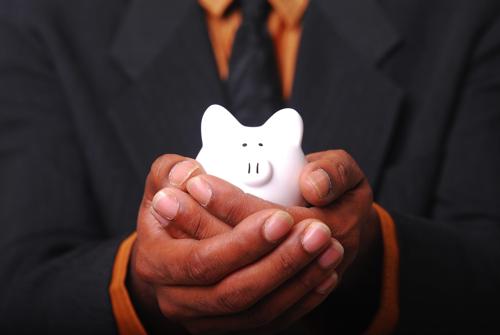 20代はお金をいっぱい使いたいけど節約して生活するべきか?