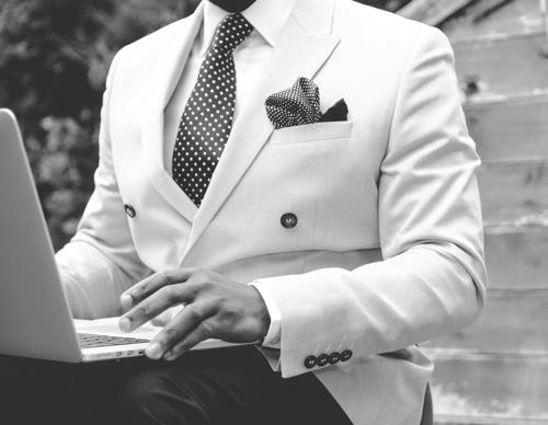 suit-869380_1920.jpg