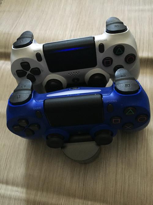 PS4純正追加のコントローラー&充電スタンドでゲームプレイが快適に!
