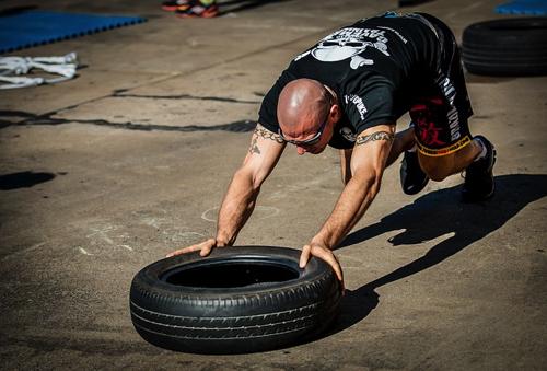 tyre-push-2140997_640.jpg