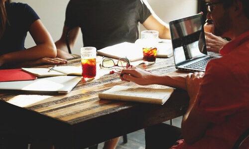 実際webライターやるならwebライター社員になった方が稼げる?